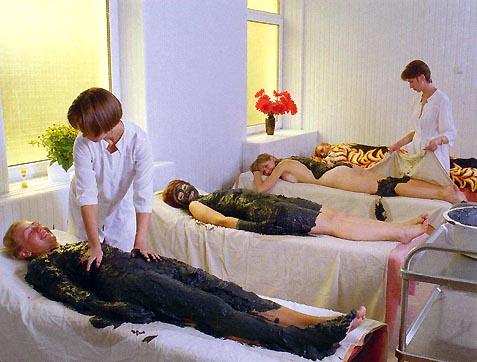 палата с больными и врачами