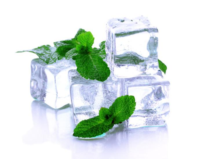 лёд и листья