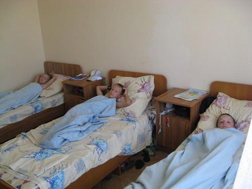 дети на кроватях