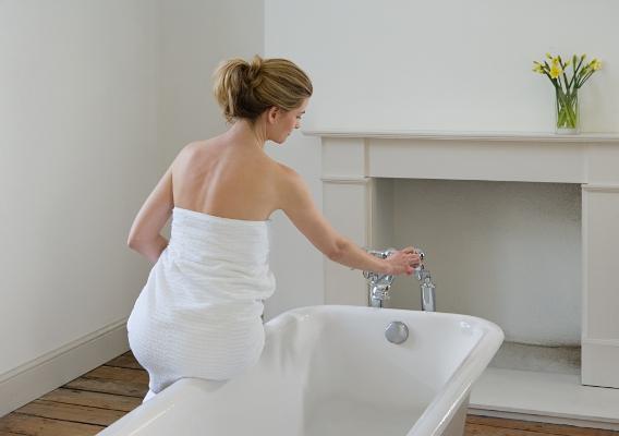 женщина и ванна