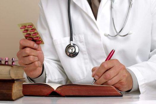 врач и таблетки