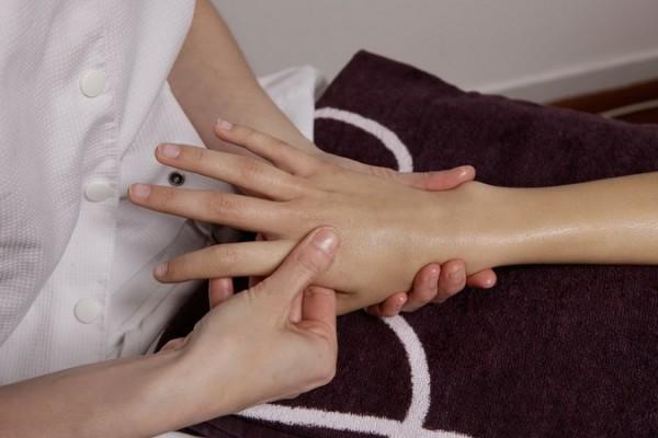 осмотр ногтей рук