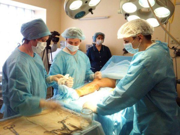 врачи и операция
