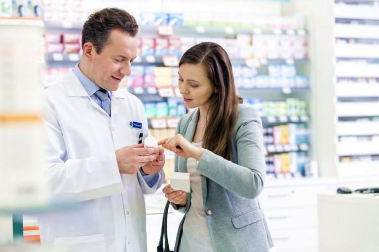 аптекарь и покупательница