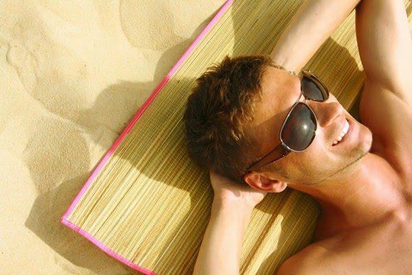 солнцезащитные очки на голове