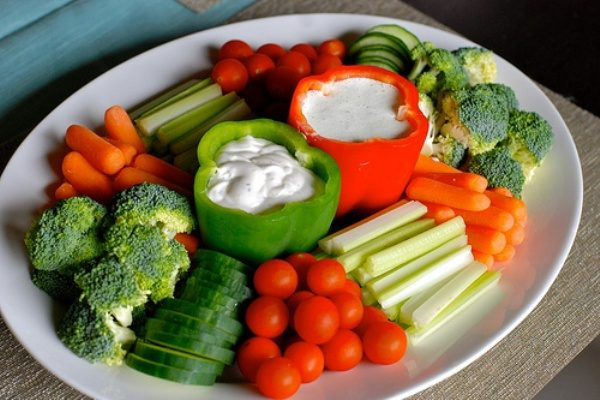 тарелка с овощами