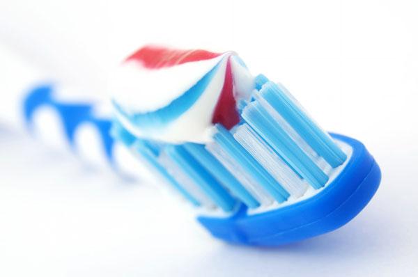 трёхцветная зубная паста