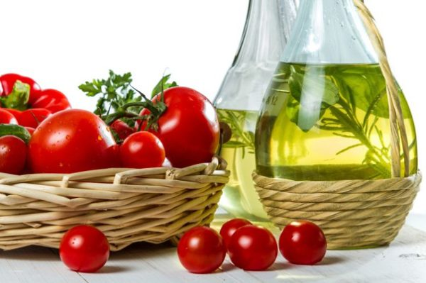 масло и помидоры